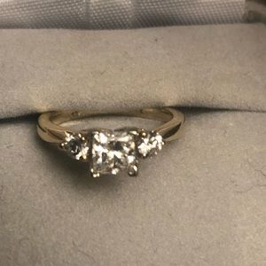 Jewelry - Diamond lady's ring